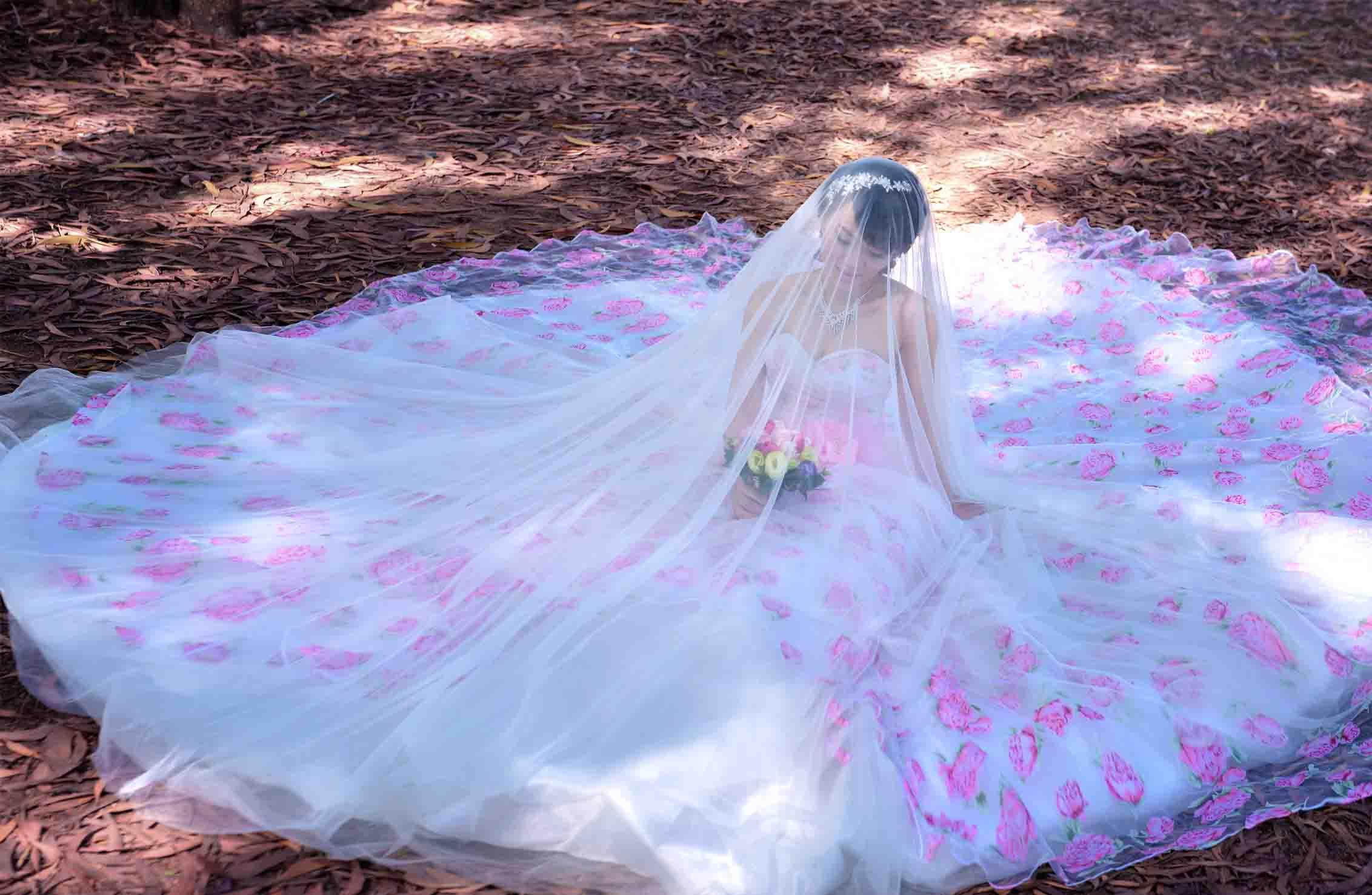 Có lẽ bạn đang đắm say trong những mộng mơ với bộ hình cưới đẹp lung linh của 2 người. Nhưng khi tỉnh giấc, bạn chợt lo lắng vì vẫn chưa tìm ...